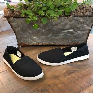 Black Reefs Shoes